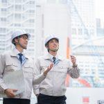建築施工管理の仕事をする男性
