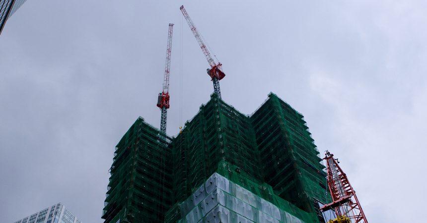 作業中止となる建設現場の基準とは!? 風速・雨量・雪量・震度の目安